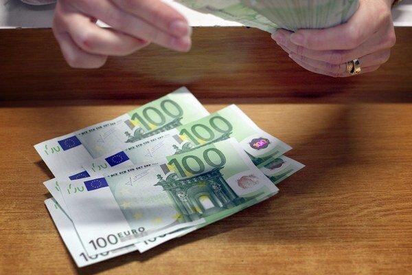 Peniaze už nemôže požičiavať hocikto, od 1. septembra musia mať pôžičkové firmy licenciu.
