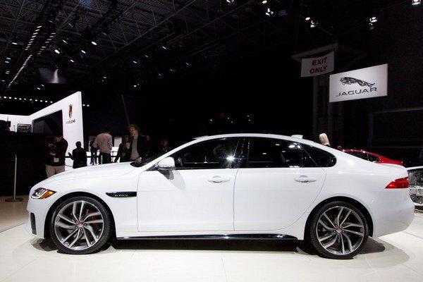 Pri Nitre sa majú vyrábať luxusné autá.