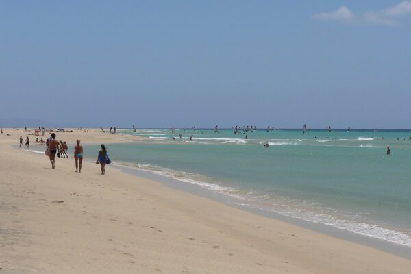 Úrady teraz dúfajú v okamžitú pomoc od Madridu, aby mohli pláže obnoviť (ilustračné foto).