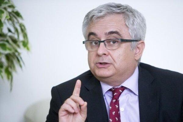 Štátny tajomník Igor Adamec má na ministerstve kultúry na starosti regionálnu kultúry, sekciu umenia a cirkevný odbor.