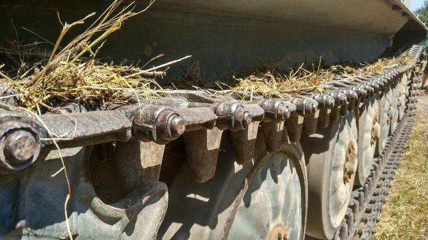 Detail tankových pásov.