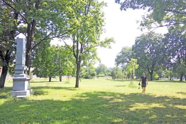 Park pri kalvárii slúžil v minulosti ako cintorín.