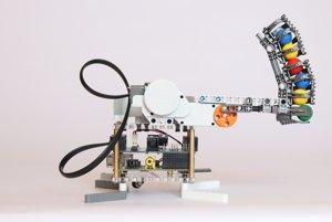 Robot zhotovený pomocou Raspberry Pi a Lego Mindsorms.