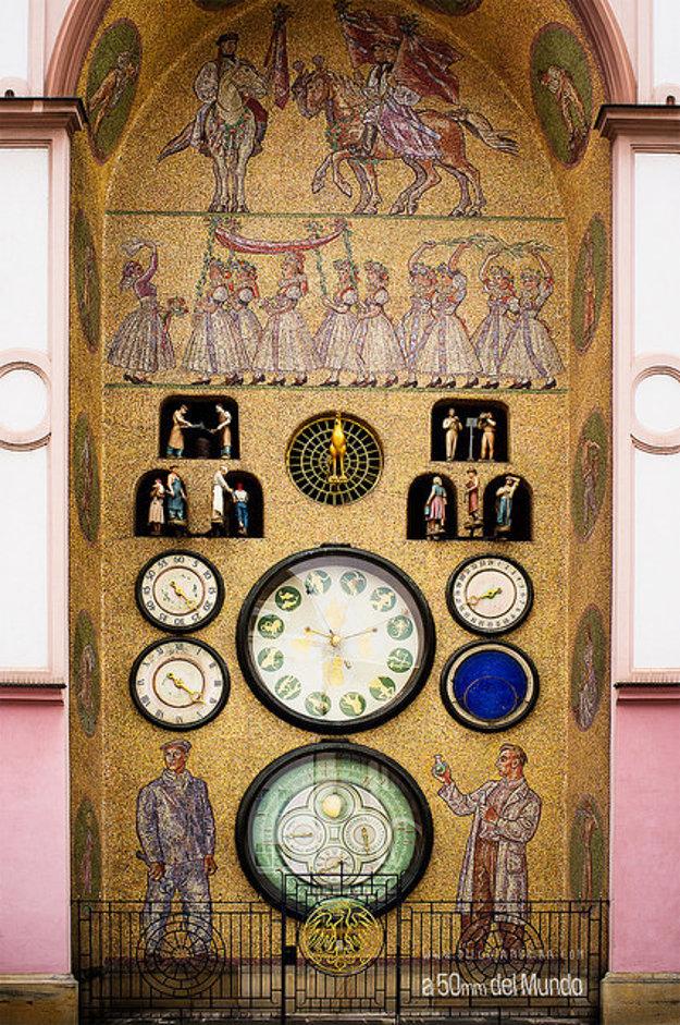 Olomoucký orloj v 50. rokoch zrekonštruovali v duchu socialistického realizmu.