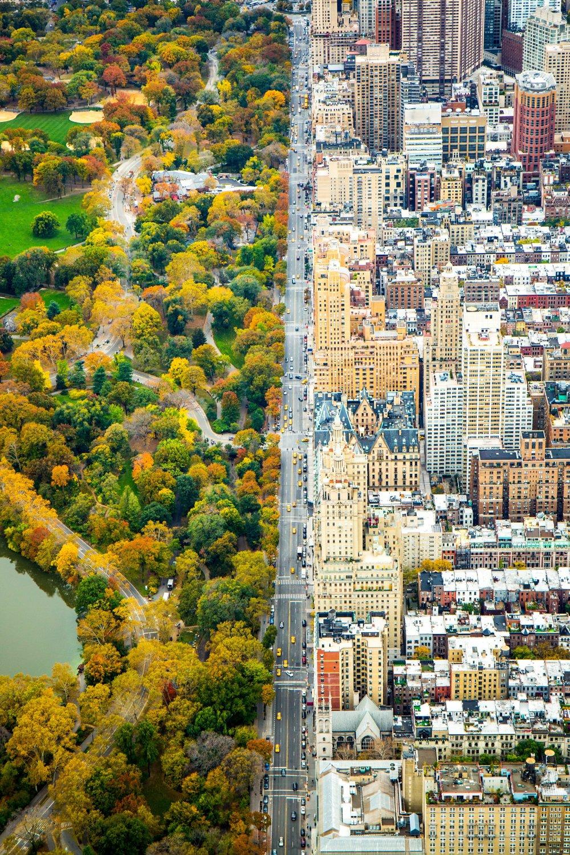 Čestné uznanie kategória Mestá. Rozdelenie. Záber na Central Park West v New Yorku z 5. novembra  2014. Let vrtuľníkom bol darček k narodeninám.
