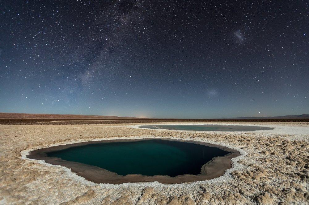 3. miesto kategória Príroda. Soľné jazierka v púštnej oblasti pri meste San Pedro de Atacama. Fotografia vznikla v noci pri mesačnom svetle.