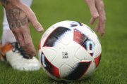 Futbalová jar sa začala už aj na dedinských trávnikoch.