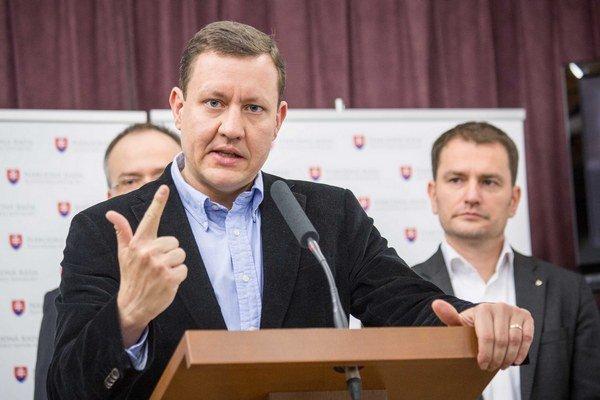 Predseda strany NOVA Daniel Lipšic (vpredu) a predseda OĽaNO Igor Matovič.