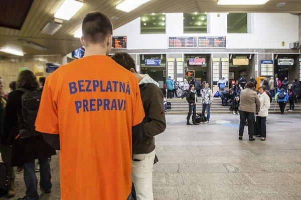 Ak chcú českí študenti lístok zadarmo, kúpia si ho len u nás alebo na internete.