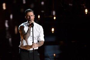 Spevák Adam Levine zo skupiny Maroon 5.