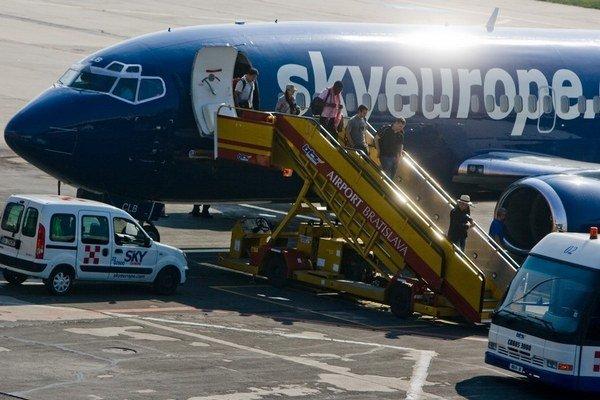 Reštrukturalizáciu začala aj letecká spoločnosť Sky Europe, o niekoľko mesiacov však skončila v konkurze.