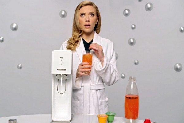 Sodastream si do jedne zo svojich reklám zaplatil Scarlett Johanssonovú.
