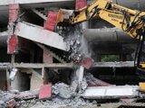 Foto z demolácie bytovky na Hrebendovej ulici v roku 2012.