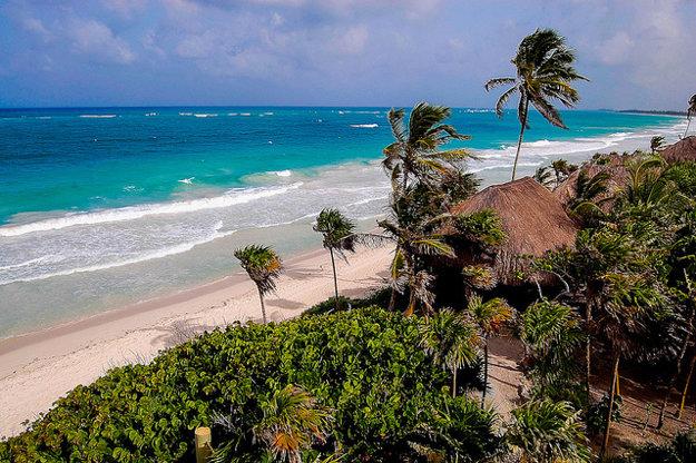 Tulum je známe nielen pre mayské ruiny, ale tiež pre zachované prírodné pláže.