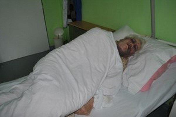 Podobný prípad ako v Sačurove sa nedávno stal aj v Mníšku nad Hnilcom. Tu skončila obeť útoku v nemocnici.
