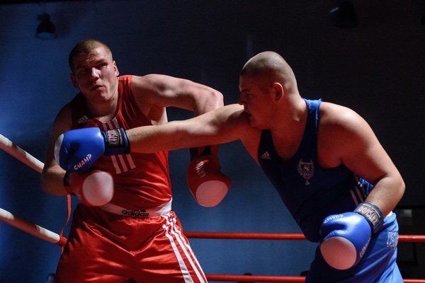 Nestačilo to. Ani Sisák (vpravo) neodvrátil porážku boxerov Vranova s Dubnicou.