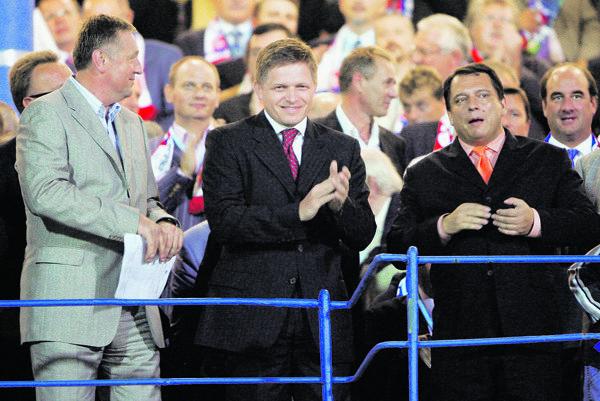 Topolánek (vľavo), Fico, Paroubek.