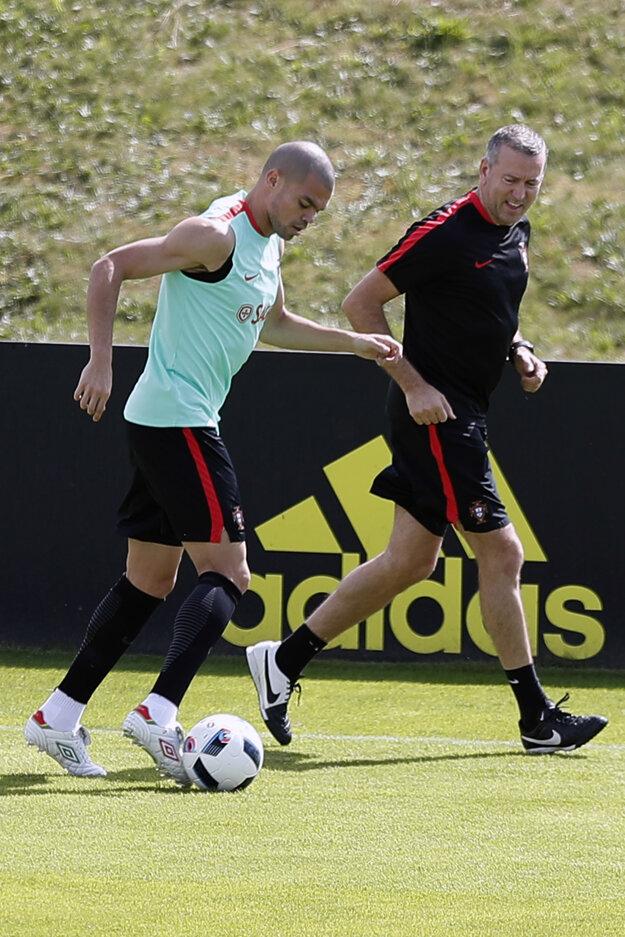 Pepe trénoval aj pod dohľadom fyzioterapeuta.