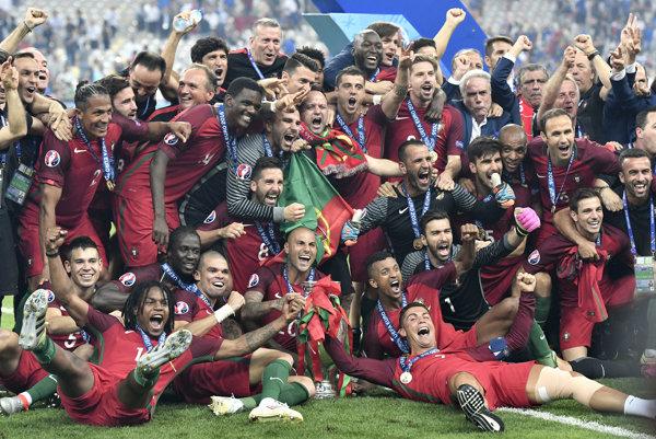 Trinásť majstrov Európy z roku 2016 vrátane Cristiana Ronalda figuruje v konečnej 23-člennej nominácii portugalskej futbalovej reprezentácie na blížiaci sa svetový šampionát v Rusku.