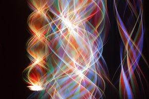 Umelecké zobrazenie strún, ktorých vibrácie by podľa teórie strún určovali, aká častica vznikne.