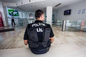 Prvá tohtoročná policajná razia bola v sídle elektrární v lete.