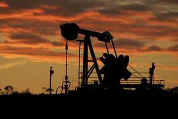Cena ropy sa môže dostať aj pod 40 dolárov za barel, kým OPEC obmedzí ťažbu.
