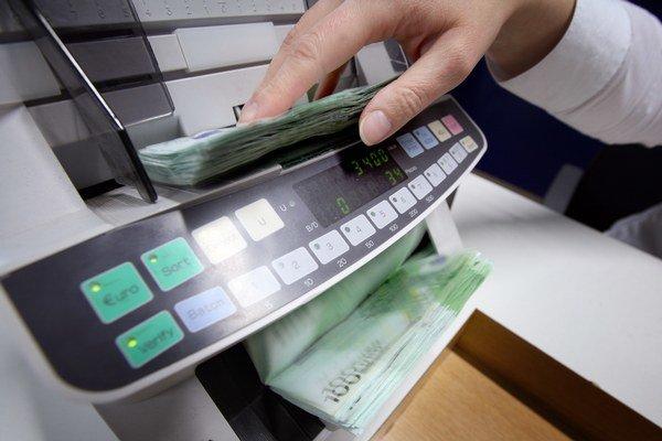 Menit peniaze v banke alebo zmenarni