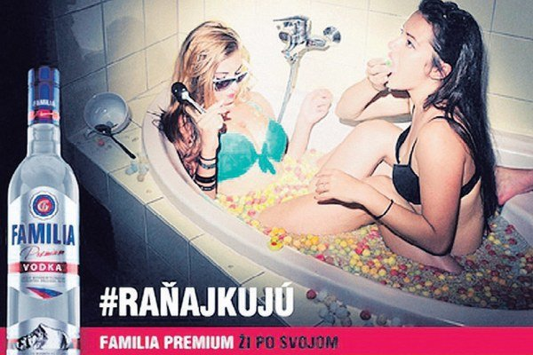 Reklamná kampaň podľa jej zadávateľa ukazuje mladých ľudí, ako sa vedia baviť aj bez alkoholu.