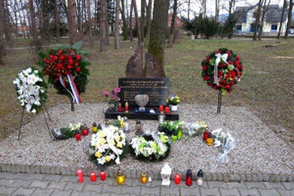 Pamätník je venovaný obetiam výbuchu vo VOP Nováky.