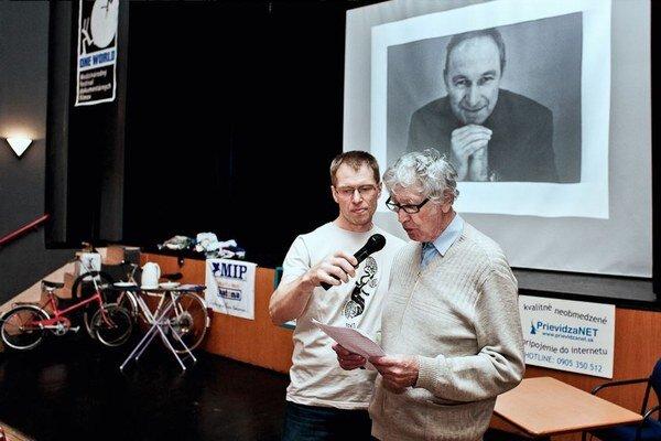 Minulý ročník festival  zakončili osobným pozdravom Róberta Bezáka, ktorý divákom prečítal jeho otec.