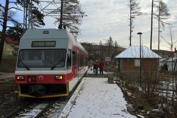 Niektoré osobné vlaky vyrazia z Popradu pár minút predtým, ako príde rýchlik.