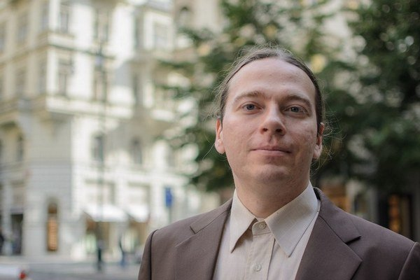 Marian Kechlibar sa narodil v roku 1978 v Ostrave, vyštudoval algebru na Matematicko-fyzikálnej fakulte Karlovej univerzity v Prahe. V roku 2004 bol spoluzakladateľom softvérovej firmy CircleTech, ktorá sa špecializuje na vývoj šifrovacích nástrojov pre m
