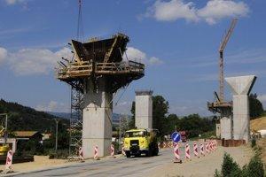 Doprastav, ktorý stavia aj časť D1 Fričovce – Svinia,  plánuje prijímať ľudí.