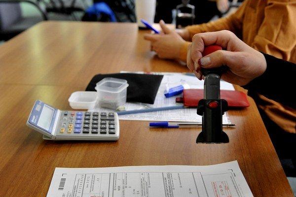 Úrok z omeškania, ktorý sa vypočíta z výšky nezaplatenej dane, sa ráta hneď od začiatku apríla.
