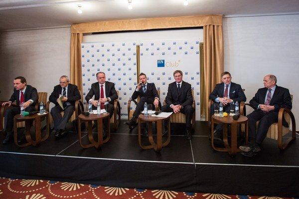 Prezidentský kandidáti sa vyjadrili aj k možnosti navýšenia Eurovalu.