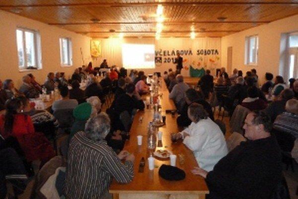 Včelárske podujatie prilákalo do Kamenca množstvo ľudí.