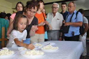 Porotu v súťaži o najchutnejšie výrobky z ovčieho syra tvorili návštevníci.