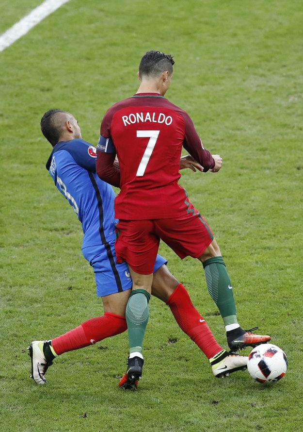 Súboj, po ktorom sa Ronaldo zranil.