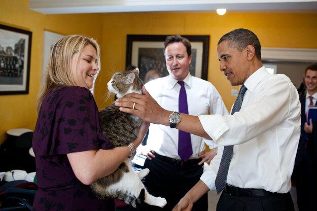 Larry sa v minulosti zoznámil aj s americkým prezidentom Barackom Obamom.