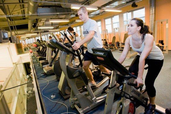 Firmy veria, že nefinančné benefity pôsobia na motiváciu ľudí dlhšie.