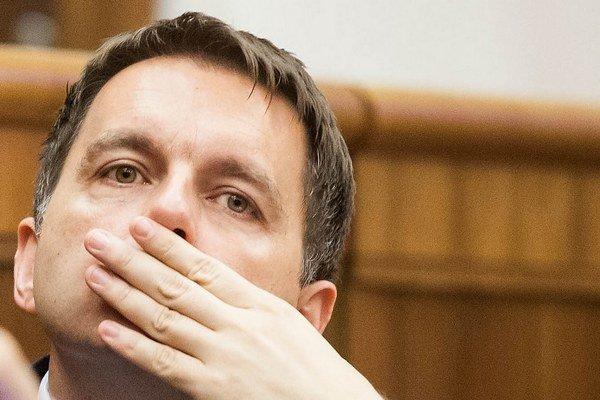 """""""Rok 2013 je druhým najhorším rokom ekonomiky našej krajiny,"""" hovorí minister financií Kažimír."""