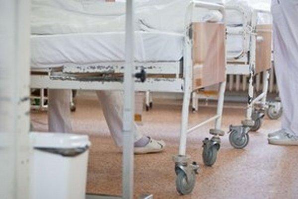 Najväčšia poisťovňa analyzuje oddelenia v nemocniciach. S niektorými z nich ruší zmluvy.