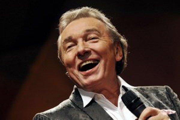Aj Karel Gott zaspieva v Prievidzi 21. decembra o 17. h v športovej hale.