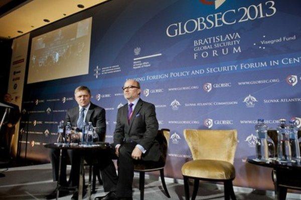 Robert Fico a prezident Slovenskej atlantickej komisie Rastislav Káčer.