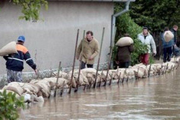 Minister životného prostredia chce podporiť ekonomický rast cez opatrenia na predchádzanie povodniam.