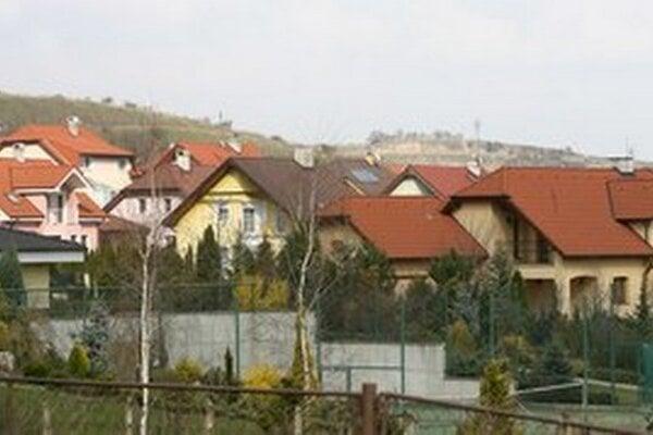 Z lepších domov sa má v budúcnosti platiť vyššia daň.