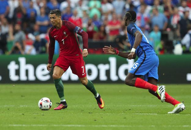 Cristiano Ronaldo (vľavo) je najlepším futbalistom svojej generácie, tvrdí Alex Ferguson.