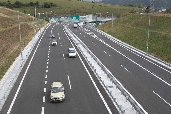 Výstavbu diaľnic sprevádzajú už roky komplikácie. D1 už mala byť hotová aj v roku 2010.