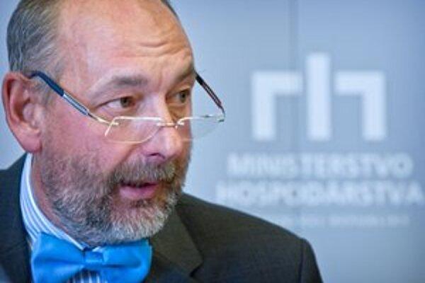 Minister hospodárstva Tomáš Malatinský odporúča pomoc nitrianskej firme. Onedlho bude musieť riešiť aj problémy v ďalších firmách.