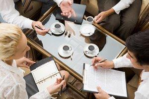 Posedenie s obchodnými partnermi na pracovnej káve daniari živnostníkovi ako výdavok neuznajú.